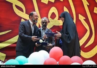 تجلیل از خانواده ی شهدا در اجتماع عظیم دختران انقلاب-تهران