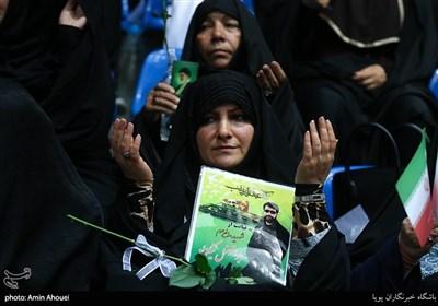 حضور خانواده ی شهدا در اجتماع عظیم دختران انقلاب-تهران