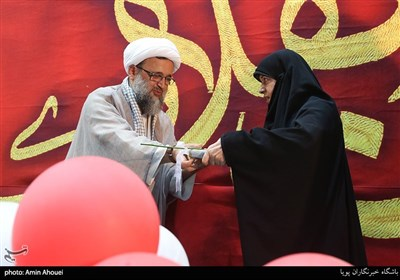 تجلیل از مادر شهید محمدحسن خلیلی در اجتماع عظیم دختران انقلاب-تهران
