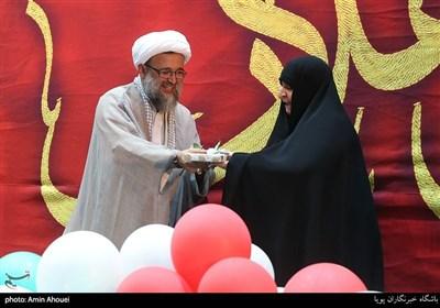 تجلیل از خانواده شهدا در اجتماع عظیم دختران انقلاب-تهران