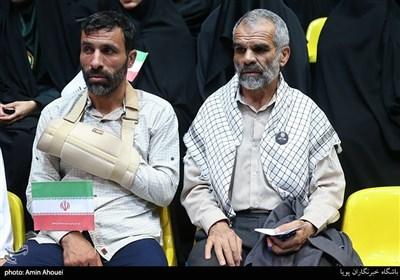 پدر شهید محمدحسن خلیلی در اجتماع عظیم دختران انقلاب-تهران