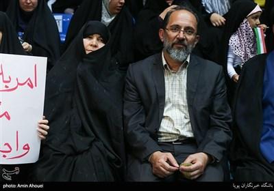 خانواده ی شهید محمدحسین حدادیان در اجتماع عظیم دختران انقلاب-تهران