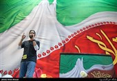 حامد زمانی خواننده در اجتماع عظیم دختران انقلاب-تهران