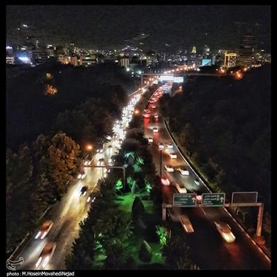 نمایی از شهر تهران از بالای پل طبیعت