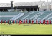 زندگی مسالمت آمیز تیمهای ملی فوتبال در کنار هم/ تمرین همزمان 6 تیم، بدون چالش