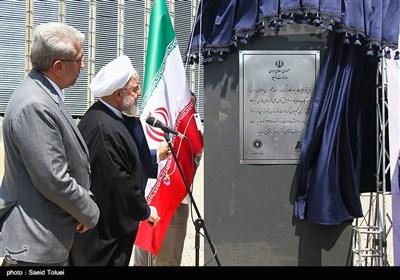 حجتالاسلاموالمسلمین حسن روحانی ظهر امروز با حضور در نیروگاه سیکل ترکیبی شیروان دو واحد 160 مگاواتی تولید برق این نیروگاه را افتتاح کرد.