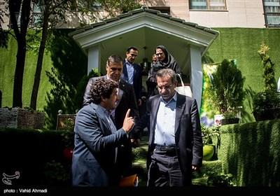 انوشیروان محسنی بند پی استاندار تهران در حال بازدید از مرکز نگهداری سالمندان آرام