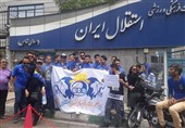 تجمع هواداران استقلال مقابل ساختمان باشگاه پس از فسخ قرارداد استراماچونی + عکس