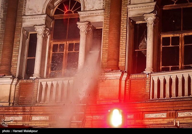 نخستین فیلم از درون سازه سوخته میدان حسنآباد پس از آتشسوزی