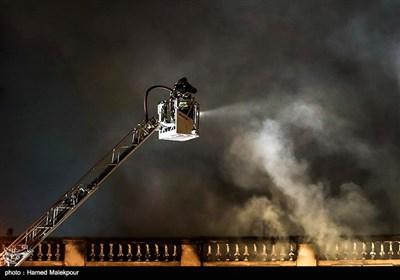 انبار ۴ هزار متری در باقرشهر طعمه آتش شد