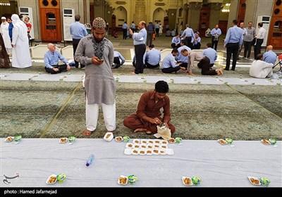 سفره افطار در مسجد قبا - مدینه