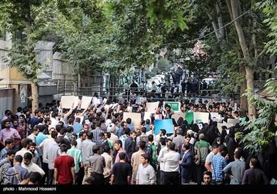 تہران: نائجیریا کے سفارتخانہ کے سامنے سینکڑوں طلباء کا مظاہرہ؛ شیخ زکزاکی کی فوری رہائی کا مطالبہ