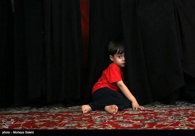 فرزند شهید امید اکبری از شهدای حادثه تروریستی زاهدان