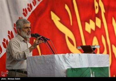 سخنرانی پدر شهید احمدی روشن در همایش دختران انقلاب در اصفهان