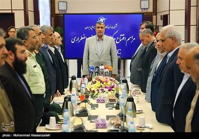 محمد اسلامی وزیر راه و شهرسازی در مرکز عملیات ایمنی و اضطراری فرودگاهها
