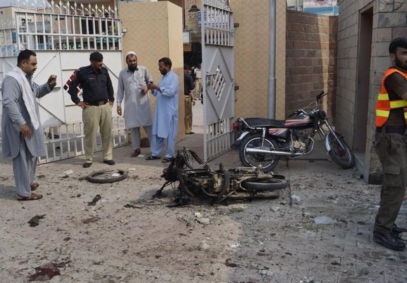 Suicide Bomber Kills 8 in Northwest Pakistan