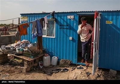 برای اینکه روستاییان به زندگی عادی خود برگردند و کنار منازل خود باشند، کانکسها در روستا قرار داده شدهاند.