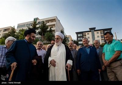 حجت الاسلام محمدی گلپایگانی رئیس دفتر مقام معظم رهبری در مراسم کلنگ زنی مسجد جامع معراج در شهرک خلبانان شکاری