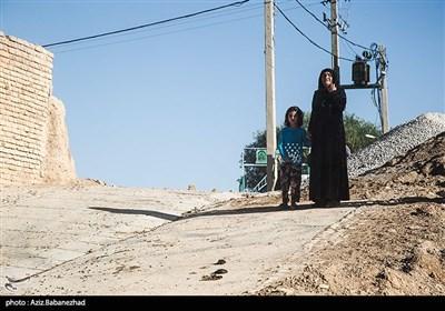 سردار غلامرضا سلیمانی صبح امروز در مناطق سیلزده شهرستان دلفان حضور پیدا کرد تا از نزدیک در جریان روند بازسازی این مناطق قرار گیرد.