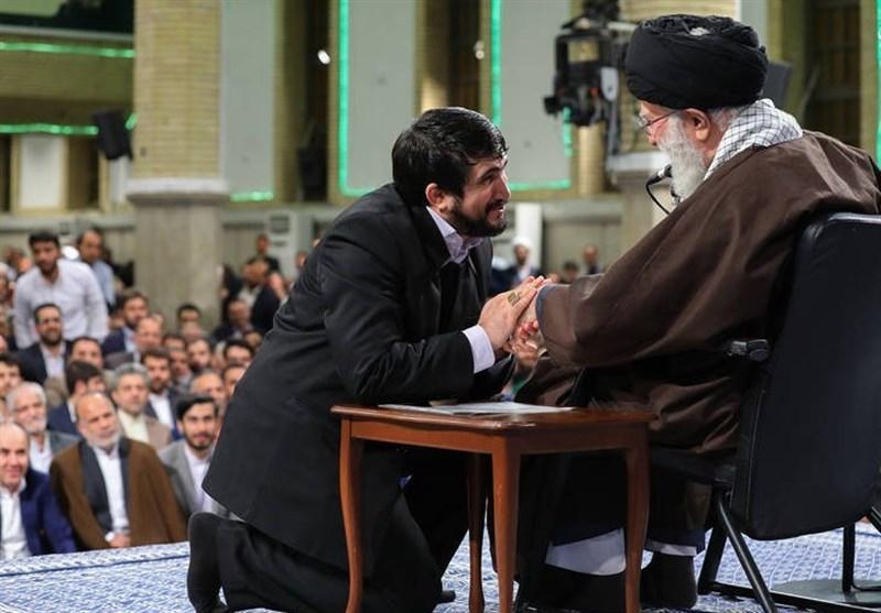 آخرین مداحی محمدباقر منصوری در حضور رهبر انقلاب