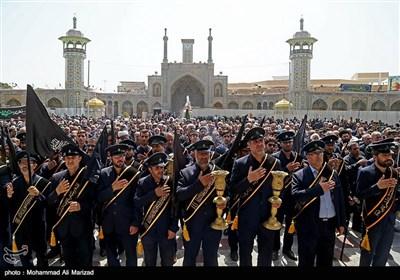 این مراسم از مسجد امام حسن عسکری(ع)به سمت حرم کریمه اهل بیت(ع) برگزار شد.