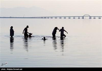 نام این دریاچه امروزه به «دریاچه ارومیه» مشهور است که از نام شهر ارومیه مرکز استان آذربایجانغربی گرفته شده و در زبان ترکی به آن «اورمو گولو» هم گفته میشود تابستانی دریاچه ارومیه