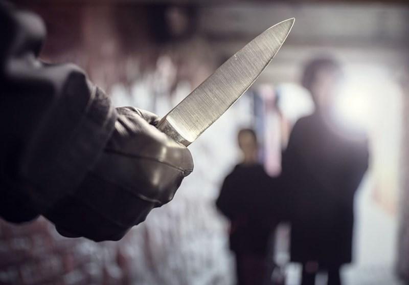 """ماجرای حمله با چاقو به دوربینِ تلویزیون/ چرا به """"در شهر"""" و """"تهران 20"""" فشار میآورند؟ + فیلم"""