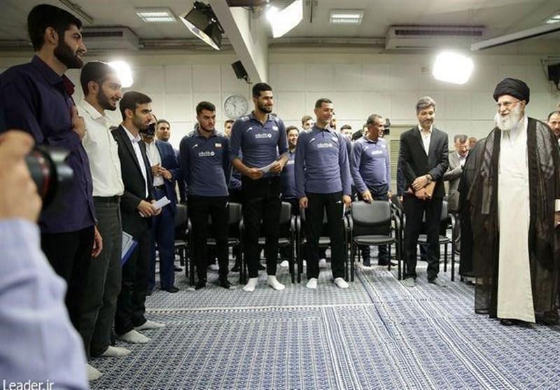 دیدار جمعی از مدال آوران بسیجی دانشگاه صنعتی شریف با امام خامنهای