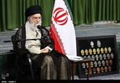 Leader Urges Young Iranian Elites to Push Boundaries of Science