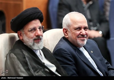 محمدجواد ظریف وزیر امور خارجه و حجت الاسلام رئیسی رئیس قوه قضاییه در همایش بزرگداشت روز حقوق بشر اسلامی و کرامت انسانی