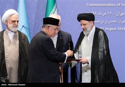 تقدیر از برگزیدگان پنجمین دوره جایزه حقوق بشر اسلامی در همایش بزرگداشت روز حقوق بشر اسلامی و کرامت انسانی