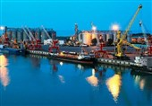 Minister: Iranian Ports Filled with Basic Commodities