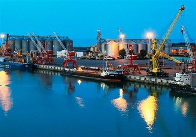 ورود 32 فروند کشتی حامل کالای اساسی به بندر امام خمینی /ثبت رکورد بیسابقه تخلیه کالاهای اساسی