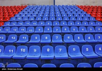 نصب صندلیهای تماشاگران و دوربینهای امنیتی و گیتهای ورودی از دیگر اقدامات طرح بازسازی و تجهیز ورزشگاه شهید وطنی قائم شهر است .