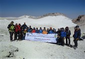 صعود تیم کوهنوردی ارتش به قله دماوند