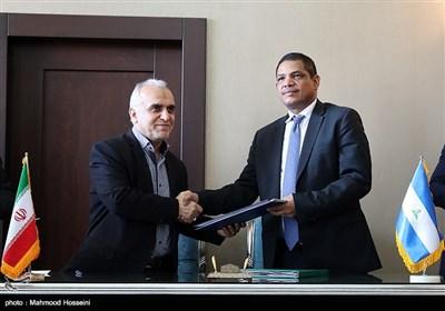 امضای تفاهم نامه ایوان آگوستا و فرهاد دژپسند وزرای اقتصاد نیکاراگوئه و ایران