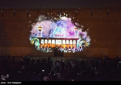به مناسبت دهه ولایت دومین اجـرای نورپـردازی سـه بعـدی در کلانشهر شیراز بر دیواره ارگ کریمخانی