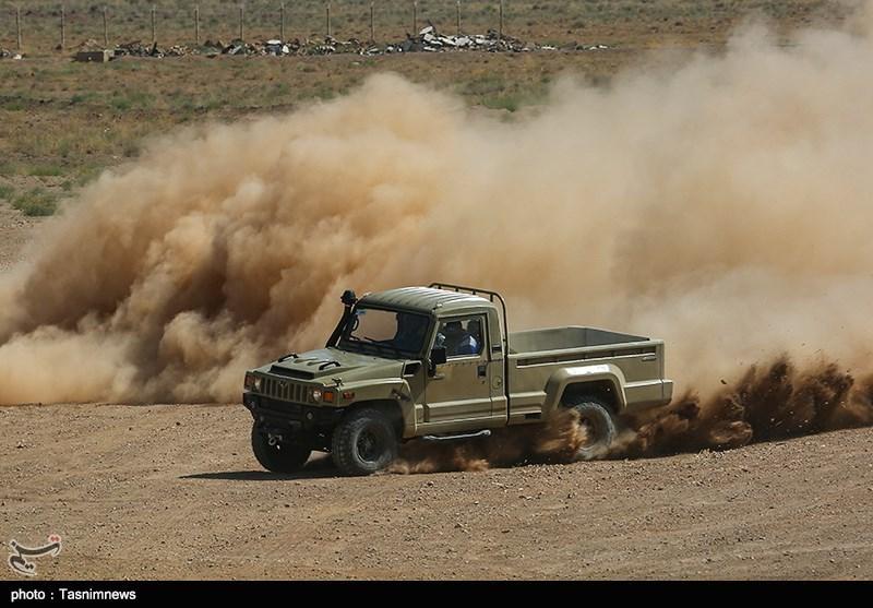 """خودروهای تاکتیکی """"ارس دو"""" در مراسمی با حضور وزیر دفاع و پشتیبانی نیروهای مسلح رونمایی شد."""