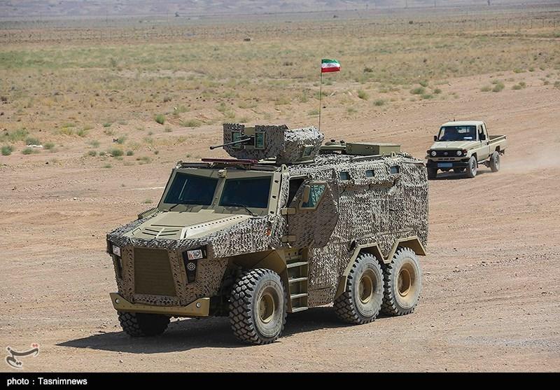 با حضور امیر حاتمی وزیر دفاع و فرمانده نیروی زمینی ارتش جمهوری اسلامی خودروهای تاکتیکی ارس 2 تحویل نیروهای مسلح شد.