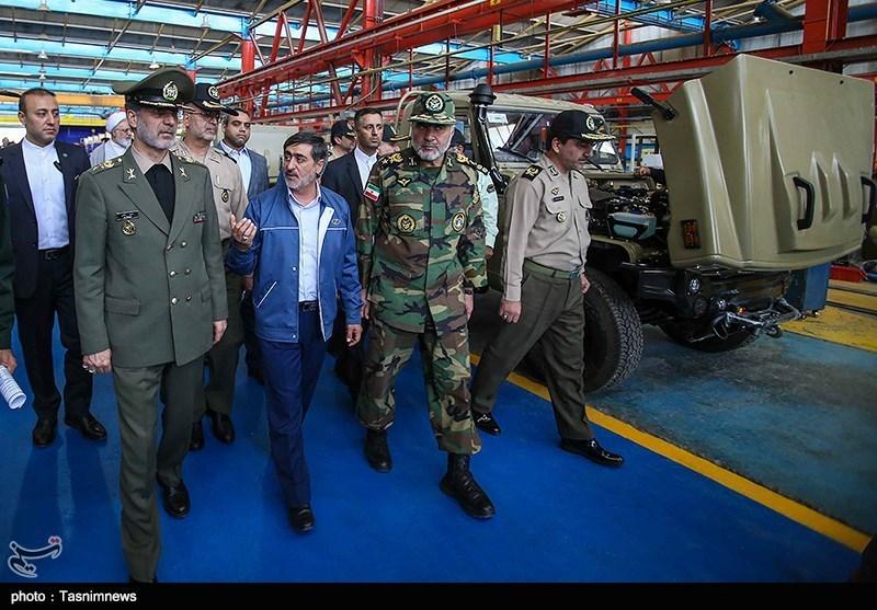 امیر سرتیپ حاتمی وزیر دفاع در آئین رونمائی از خودرو زرهی ضد مین و ضدکمین «رعد»