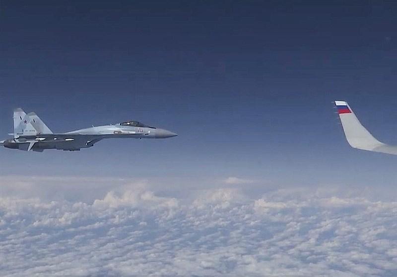 نزدیک شدن جنگنده ناتو به هواپیمای وزیر دفاع روسیه + فیلم