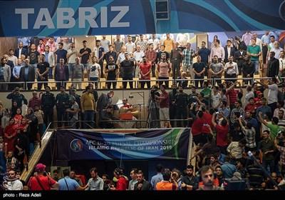 مراسم رونمایی از پیراهن و نشان باشگاه تراکتورسازی برگزار شد.