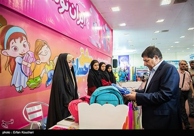 بازدید محمد مخبر رئیس ستاد اجرایی فرمان امام (ره) از هفتمین نمایشگاه نوشت افزار ایرانی اسلامی