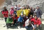 صعود کوهنوردان نابینا به قله دماوند