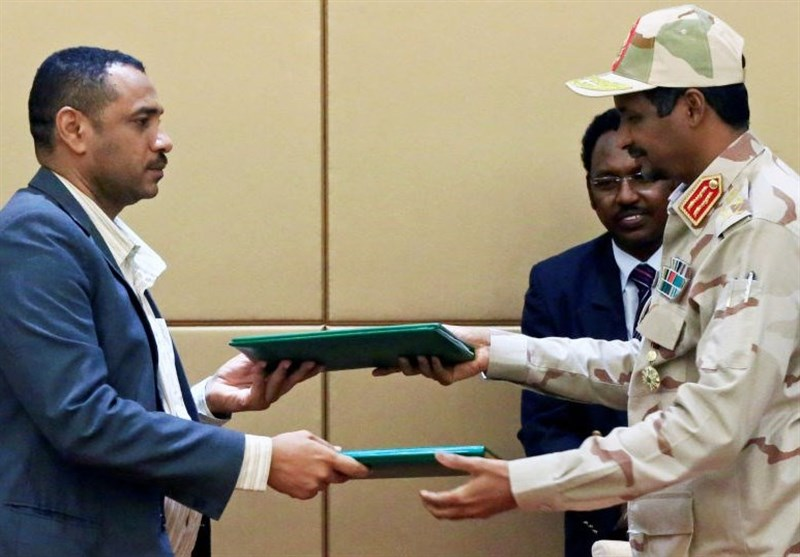 السودان.. الحکومة الانتقالیة والحرکة الشعبیة توقعان خارطة طریق للمفاوضات بین الجانبین
