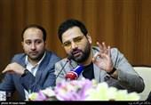 """احسان علیخانی: برخی از مجریان بدونِ هیچ آزمون و خطایی، برنامه زنده اجرا میکنند/ تلویزیون اصرار دارد """"ماه عسل"""" و """"عصرجدید"""" را با هم بسازم"""