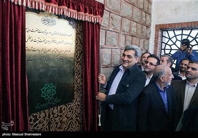 پیروز حناچی شهردار تهران در بهره برداری از باغ هنر