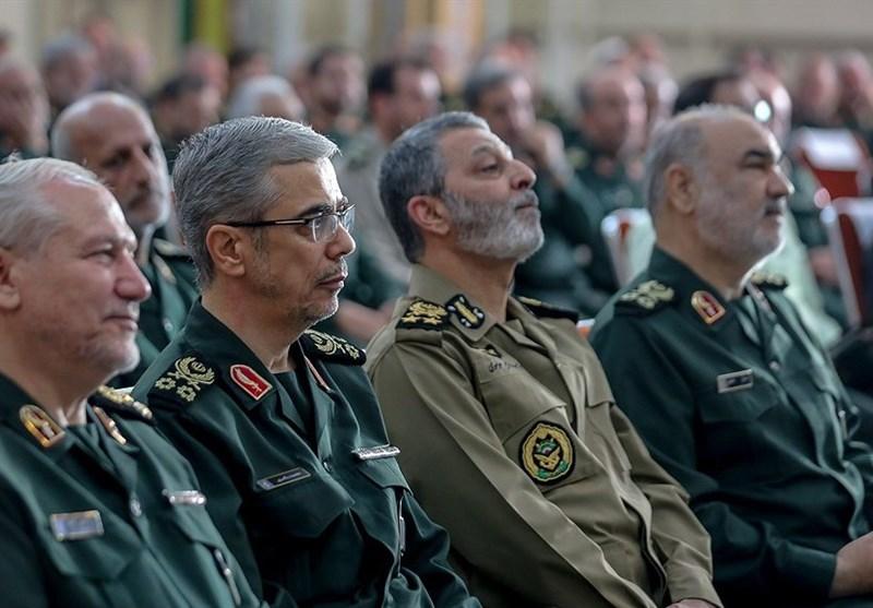 تعدادی از فرماندهان ارتش و سپاه نشان فتح و نصر گرفتند