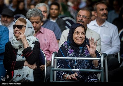 صدیقه کیانفر و پری حمزه بازیگر پیشکسوت سینما و تلویزیون در اختتامیه جشنواره رادیویی نوایش