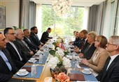 Iran's Zarif Meets Norwegian PM, Trade Minister